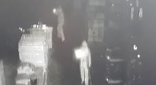 Tentato furto alla Laminox Banditi in tuta bianca ripresi dalle telecamere