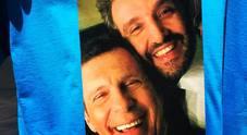 Fabrizio Frizzi, Flavio Insinna tra la maglietta in regalo e quella battuta di Gigi Proietti