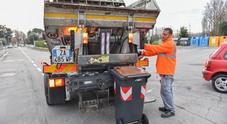 Una immagine di archivio di raccolta dei rifiuti