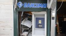 Boato nella notte: i banditi fanno esplodere il bancomat di Banca Annia