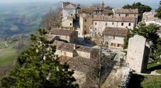 Smerillo, le voci della montagna nel borgo tra laghetti e cascate