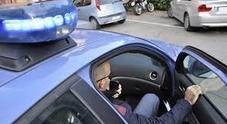 Minorenne danneggia auto in sosta e scappa: incastrato dai testimoni