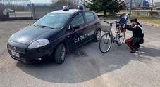 La bici rubata sulla quale viaggiava ubriaco l'uomo fermato dai carabinieri
