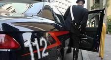 Finti carabinieri in borghese minacciano e rapinano due studenti
