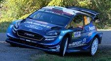 Evans (Ford) in testa al Tour de Corse tallonato dalla Yaris di Tanak. Neuville(Hyundai) è 3°