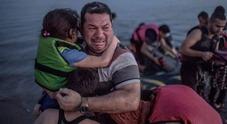 Post con foto di migranti per festa  dei papà, Facebook blocca il profilo