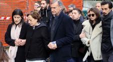 """Astori torna a casa, sepolto a San Pellegrino. Francesca """"sorretta"""" dal fratello di Davide"""