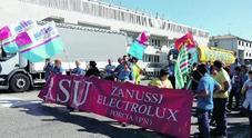 Electrolux, operai di nuovo in strada «Serve un piano che azzeri gli esuberi»