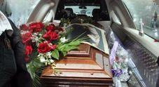 Rissa al cimitero per l'eredità Cinque denunciati dopo i funerali della nonna
