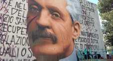 Napoli, Jorit disegna Antonio Cardarelli: l'omaggio al medico sul muro dell'ospedale