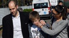 Bus dirottato a Milano, il papà del bambino che ha dato l'allarme: «Ora cittadinanza italiana per mio figlio»