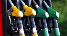 Benzina, i prezzi aumentano di nuovo in Italia: le nuove tariffe