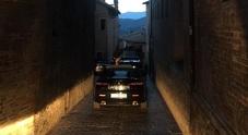 Urbino, precipita nel giardino pensile che sprofonda e scopre stanza segreta