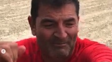 Max Giusti cade dalla moto da cross, la foto su Instagram: «Ammazza che botto»