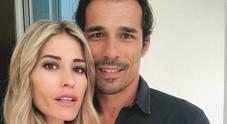 Elena Santarelli, messaggio d'amore per il marito le amiche vip si commuovono