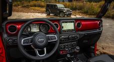 Jeep, svelati interni e strumentazione della nuova Wrangler: un'occhiata a bordo prima del lancio al Los Angeles