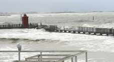 Maltempo, allagamenti e disagi  per il picco di marea sulla costa