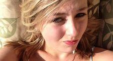 Viene obbligata a girare nuda in carcere, 21enne si uccide. I genitori: «È stata bullizzata»