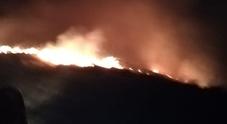 Boschi in fiamme sul Col Visentin: linea di fuoco di 800 metri