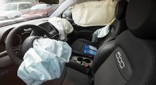 Scoppia l'airbag, neonato morto a Pisa in un incidente: era nell'ovetto sul sedile anteriore