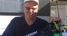 Pilota di 39 anni muore in pista al crossodromo Ferito il papà di Dovizioso