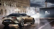 Lexus in passerella alla Mostra del Cinema di Venezia. Vip sul red carpet con le ibride giapponesi