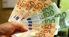 Trova una busta con oltre mille euro: pensionata la porta in questura