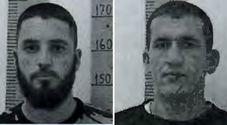 Detenuti evasi nella notte dal carcere: si sono calati con le lenzuola. Le foto