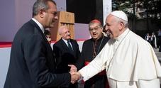 Napoli, de Magistris abbraccia Papa Francesco: «Le sue parole svolta epocale per la città»