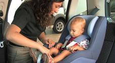 Bambini in auto, dove collocarli e quando è obbligatorio disattivare l'airbag del sedile anteriore
