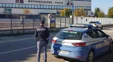 All'esame della patente con telecamera  e cavi nascosti: ventenne denunciato