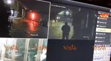 Bomba pizzeria Sorbillo, l'autore ripreso dalle telecamere di sorveglianza