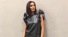 """Applausi e ironie, il vestito """"metallico"""" di Caterina Balivo divide i social"""