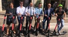 Mobilità sostenibile Pronti al debutto cento monopattini elettrici