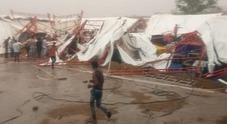 Crolla tendone per le forti piogge almeno 14 morti e 50 feriti