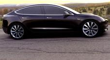 Tesla Model 3 è l'elettrica più desiderata: sono già 325.000 gli ordini