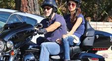 George Clooney e Amal Alamuddin in moto