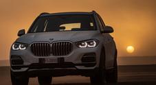 BMW X5 porta le curve iconiche di Monza nella sabbia secolare del Sahara