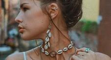 Conchiglie mania, dalla cavigliera agli orecchini ecco il gioiello più desiderato dell'estate