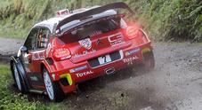 Rally Corsica, Meeke (Citroen) in testa, Ogier (Ford) alle sue spalle. 3° Neuville (Hyundai)