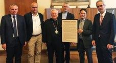 nella foto: da sinistra il Direttore Generale dell'Università di Padova, dott. Alberto Scuttari, il dott. Gianni Potti, Presidente di Fondazione Comunica e Founder DIGITALmeet,  il Cardinal Gualtiero Bassetti, Presidente della Conferenza Episcopale Itali