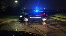 Ruba l'auto, non si ferma all'alt  sperona la vettura dei carabinieri