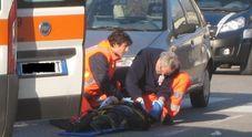Schianto in moto contro un'auto: muore mototciclista di 37 anni