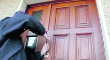 Ladri scatenati: raffica di furti nelle abitazioni. Paese sotto assedio