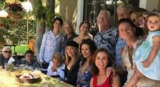 Catherine Zeta Jones e Michael Douglas, reunion familiare per il pranzo. Quattro generazioni a confronto