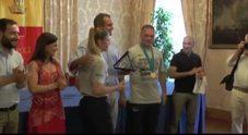 Napoli, de Magistris premia in Comune atleti olimpionici di Scampia
