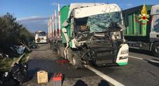 Tamponamento tra camion: un autista all'ospedale, code in strada
