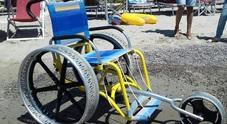 Rubata la carrozzina da spiaggia per disabili: «Riportatela, vi prego»