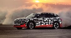Audi e-tron, la prova estrema sul lago salato in Namibia (1)