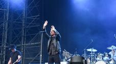 Eddie Vedder ritrova la voce e scatena i 43mila fan dei Pearl Jam all'Euganeo